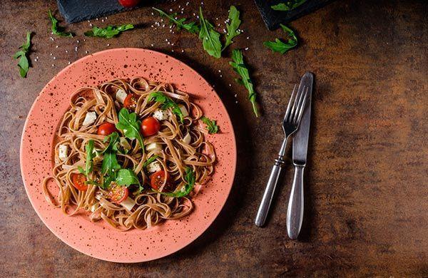 pasta de tomate y rúcula