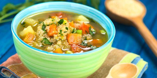 sopa de verduras y quinua
