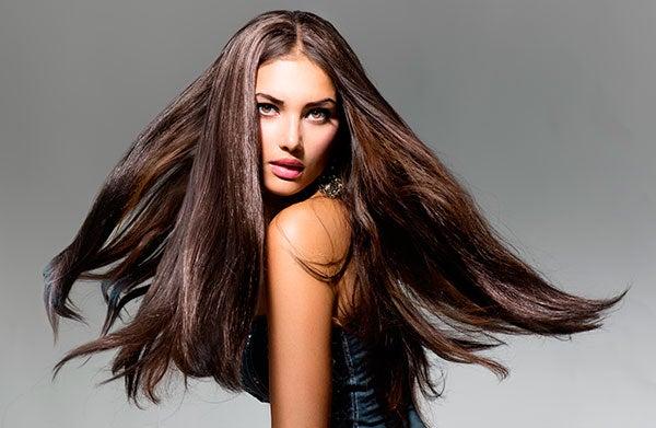 largo cabello castaño