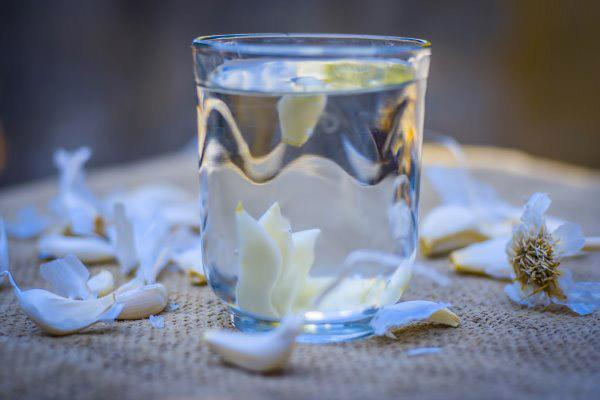 Agua de ajo en ayunas: ¿cuáles son los beneficios para la salud?