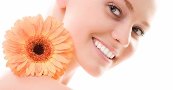 Cómo blanquear los dientes de manera efectiva y natural
