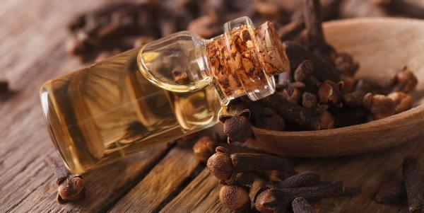 Cómo hacer aceite de clavo para belleza, salud y aromaterapia