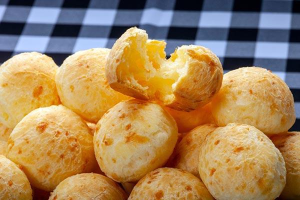 La receta perfecta de pan de queso minero: crujiente por fuera, suave por dentro