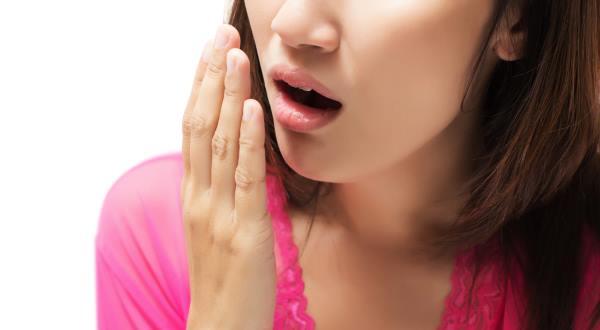 Mal aliento: 10 remedios naturales efectivos