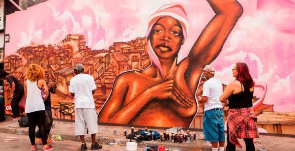 octubre murales de color rosa