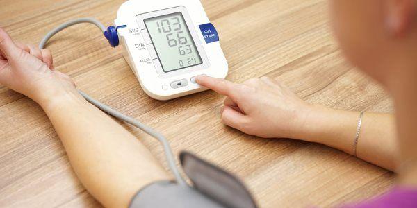 Presión arterial baja: síntomas, causas y remedios naturales