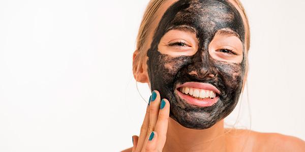 máscara de carvão ativado