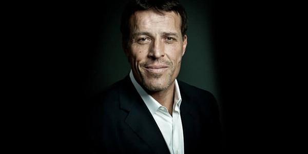 Tony Robbins no Brasil! Quem é, sua história, pensamentos, livros e vídeos